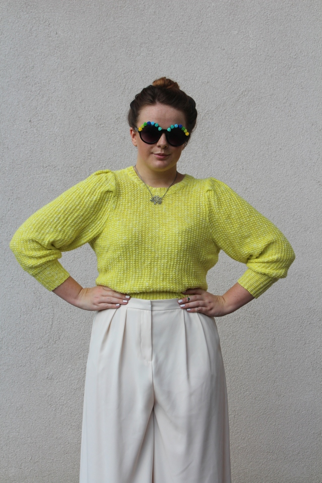 How to wear Topshop Culottes neon jumper casual summer look-002