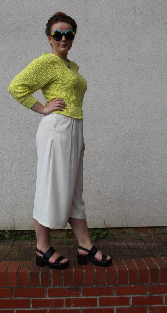 How to wear Topshop Culottes neon jumper casual summer look-003
