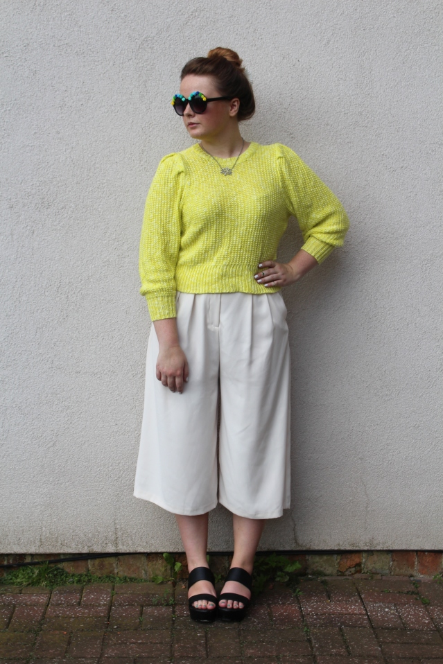 How to wear Topshop Culottes neon jumper casual summer look-004