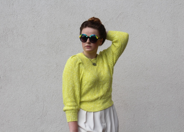 How to wear Topshop Culottes neon jumper casual summer look-005