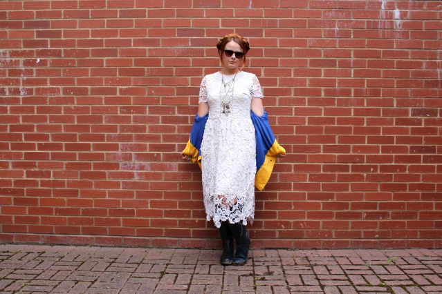 festival fashion inspo yellow rain mac joy handm and topshop-001