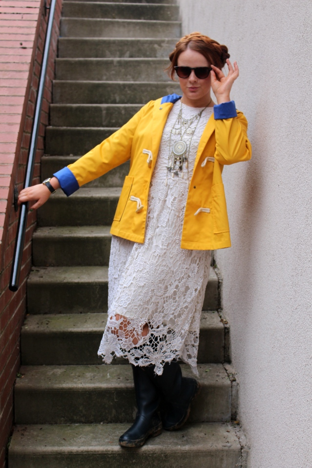 festival fashion inspo yellow rain mac joy handm and topshop-007