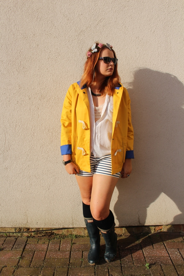 festival fashion inspo yellow raincoat joy zara hunters-006