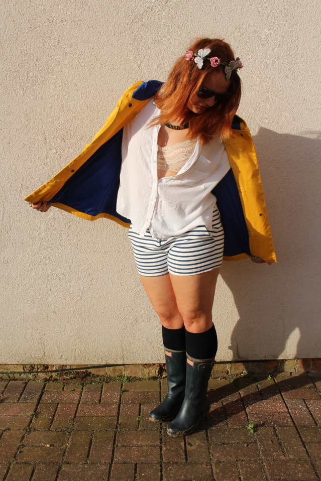 festival fashion inspo yellow raincoat joy zara hunters-007