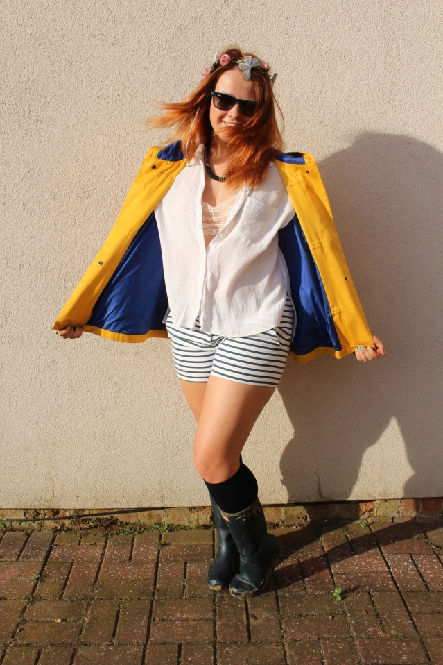 festival fashion inspo yellow raincoat joy zara hunters-008