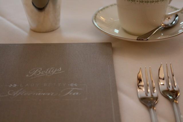 lady-bettys-afternoon-tea-harrogate-champagne-003