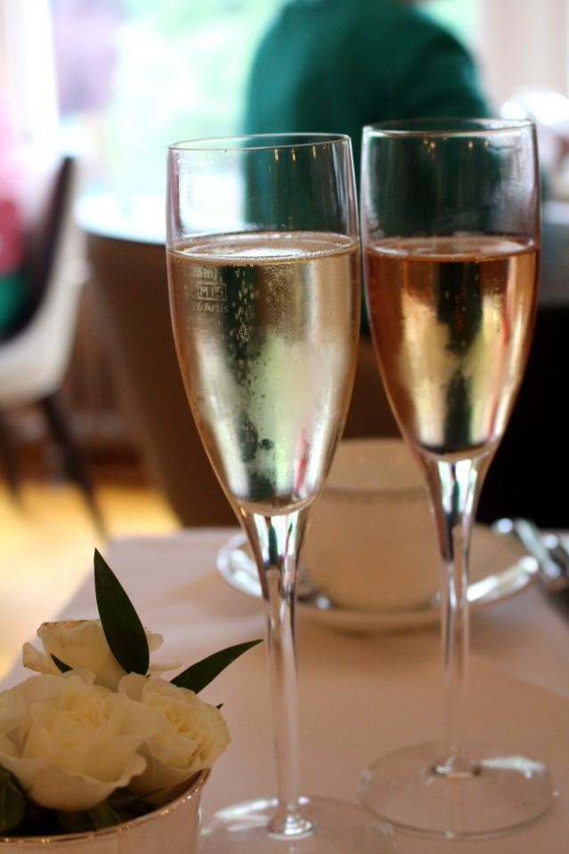 lady-bettys-afternoon-tea-harrogate-champagne-005