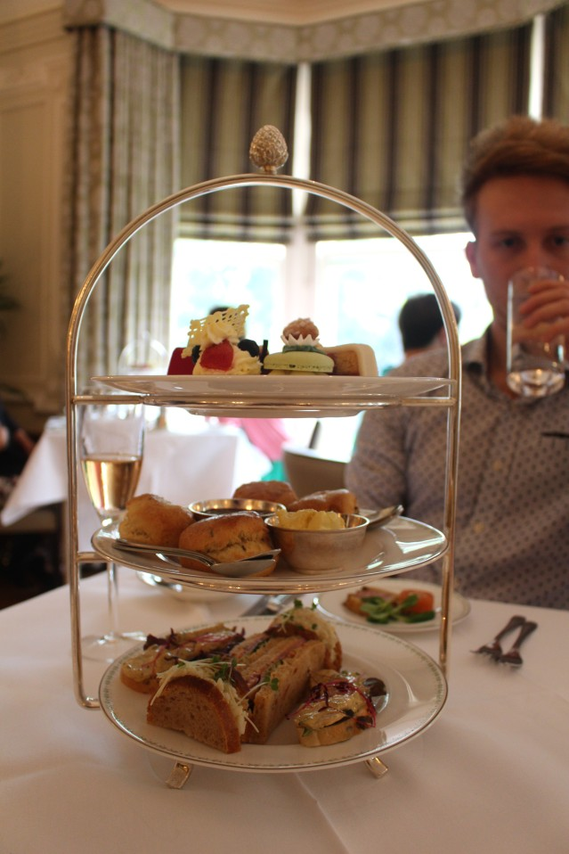 lady-bettys-afternoon-tea-harrogate-champagne-013