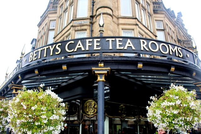lady-bettys-afternoon-tea-harrogate-champagne