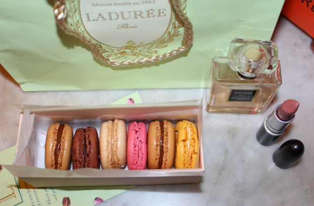 to-do-in-paris-laduree-arc-triomphe-013