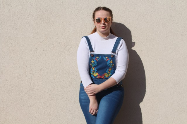 liqour_and_poker_floral_dungarees_curvy_style-002