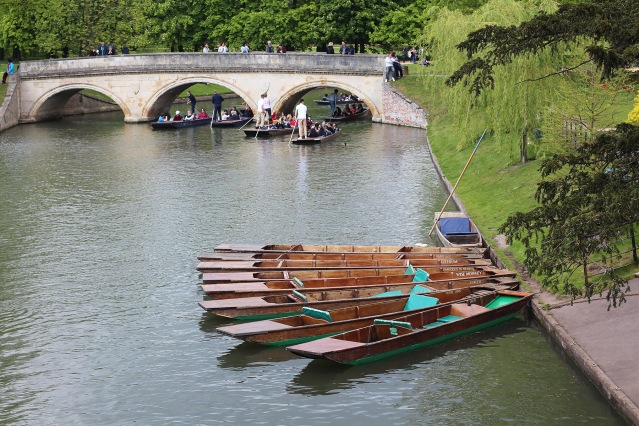 alternative-weekend-break-cambridge-river-punting