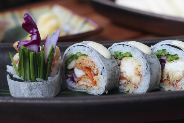 issho-luxury-brunch-spider-crab-sushi-roll