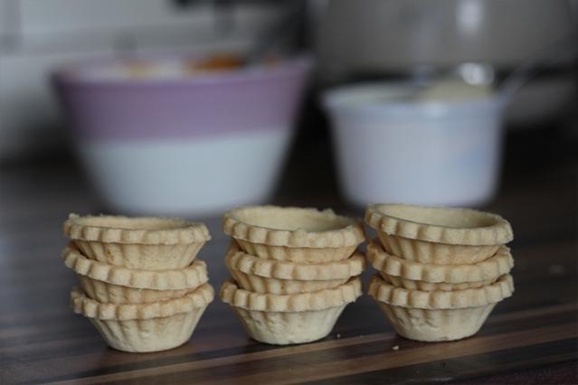 festivecheats-readymade-pastrycase-baking-life-hacks
