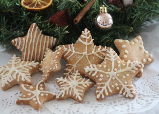baking-hack-iced-festive-biscuits