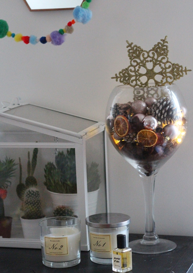 christmas-tree-alternatives-DIY-display