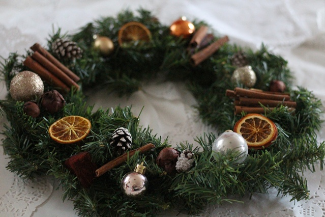 christmas-tree-alternatives-DIY-wreath